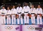 Pohľad na družstvo olympijských nádejí, ktoré získalo s Andreou Krišandovou ( tretia zľava) na pretekoch v Singapúre v roku 2010 zlaté olympijské medaily.